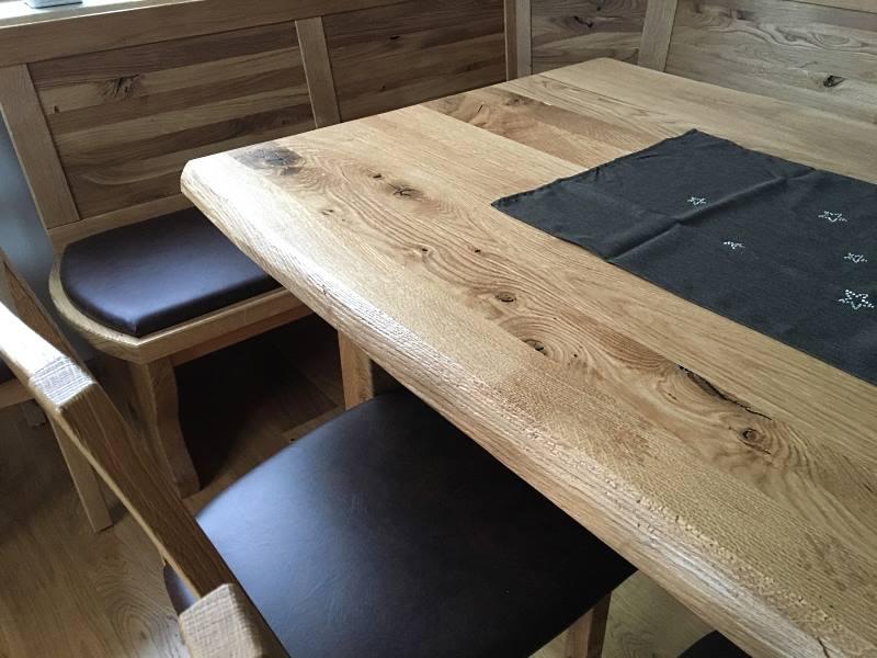 Als Esstisch ist edles Holz besonders geeignet - Bild1
